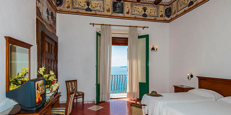 Room in the Hotel California with a view, Positano. (Photo by Hotel California)