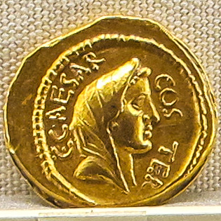 Roman gold coin of Julius Caesar, 49-44 BC
