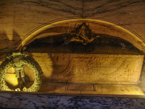 The tomb of Raffaello Sanzio in Rome's Pantheon