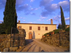 The villa you would stay in on the Untours Tuscany South program