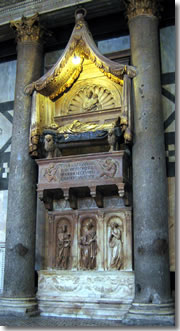 The tomb of Antipope John XXIII, by Donatello and Michelozzo, in Florence's Baptistery