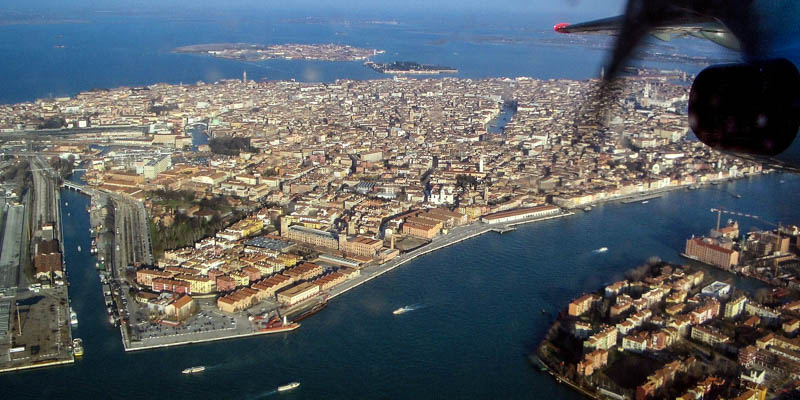 Landing in Venice. (Photo by Daniele Dalledonne)